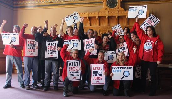 Group picture with Local 1298 members rallying for call center bill, 2019